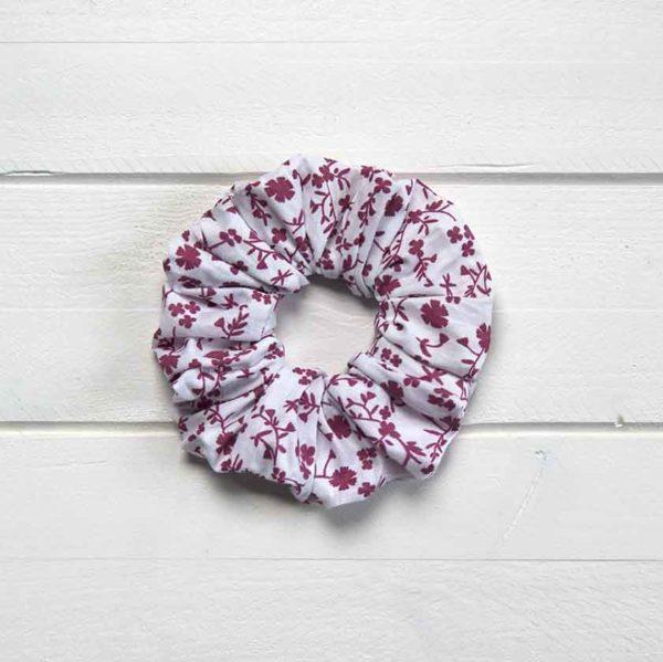 chouchou cheveux blanc motif fleuri rose fuchsia