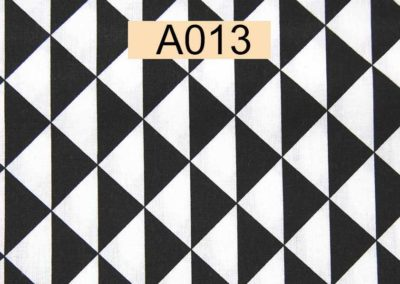 tissu coton triangles blancs et noirs référence A013