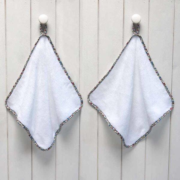serviette invité blanches biais fleuri multicolore