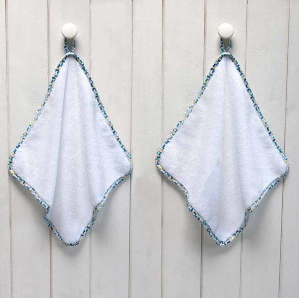 serviette invité blanches biais vert multicolore
